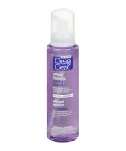 CLEAN & CLEAR® Makeup Dissolving Foaming Cleanser